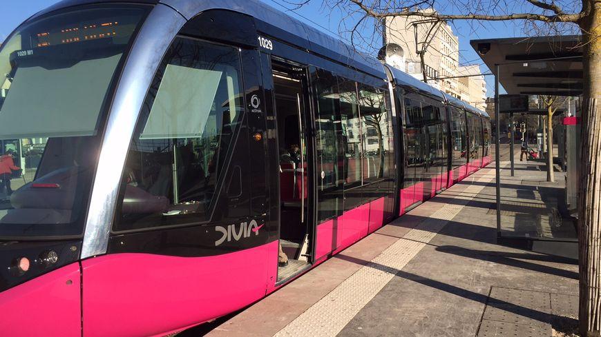 Un contrôleur Divia a été pris à partie dimanche soir, place de la République à Dijon.