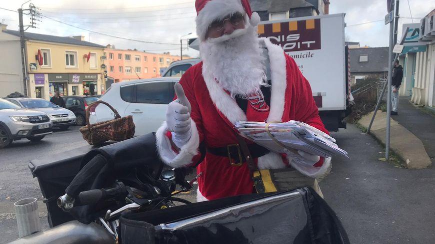 Le Père Noël motivé pour la distribution de courrier !