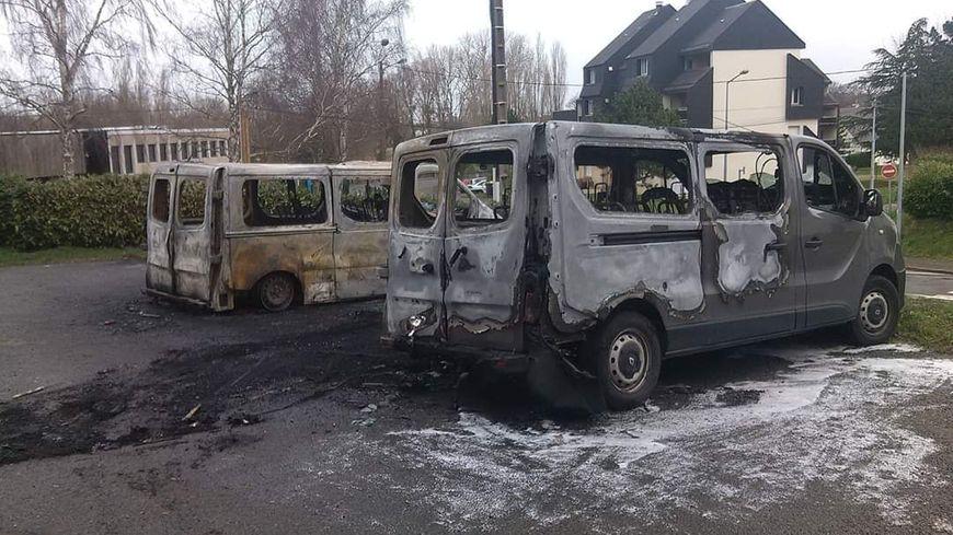 Deux des cinq minibus du club de Hand incendiés à Dol-de-Bretagne
