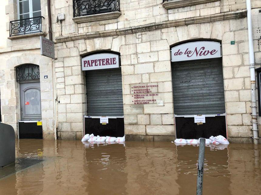 Précautions maximum sur les bords de Nive à Bayonne