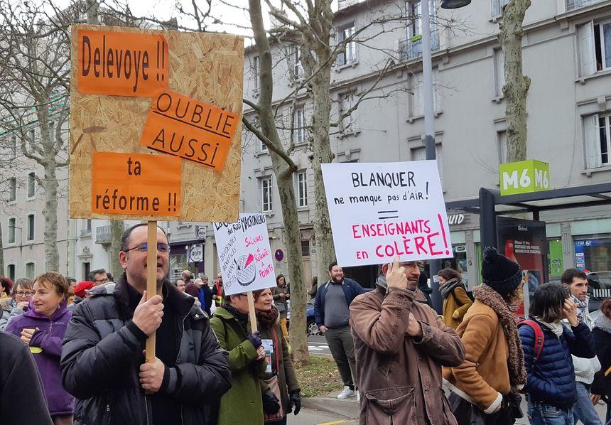 Les enseignants, très présents dans le cortège à Saint-Étienne ce 17 décembre.
