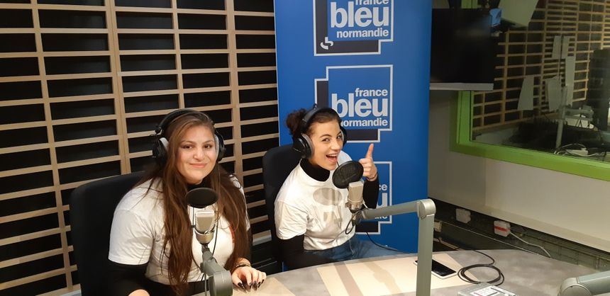 """Jessica et Doriane """"les Josettes"""" du 4L Trophy 2020 dans les studios de France Bleu Normandie à Rouen"""