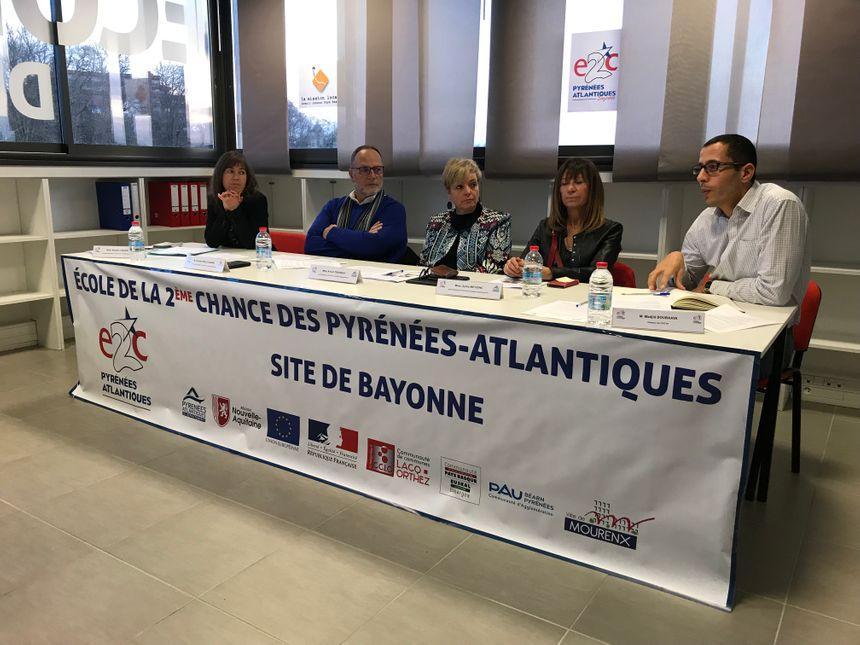 De gauche à droite : Brigitte Cazalis, Christian Millet-Barbé Président pour la Mission Locale Avenir Jeunes Pays basque, Annick Trounday Vice Présidente de l'E2C, Sylvie Meyzenc Administratrice de l'E2C 64 et Madjid Boubaaya Directeur de l'E2C 64