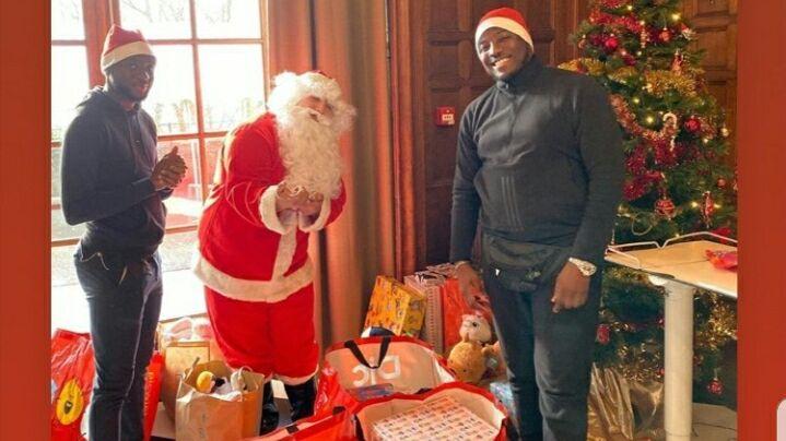 James Léa-Siliki et son ami ont lancé une cagnotte pour récolter des dons pour acheter des cadeaux aux enfants malades.