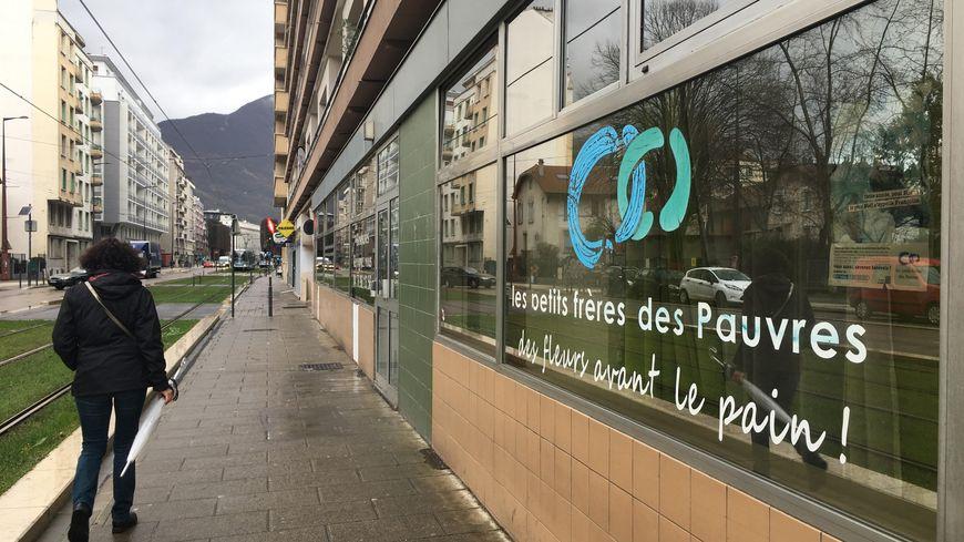 L'antenne des Petits Frères des Pauvres de Grenoble recherchent des bénévoles pour les fêtes.