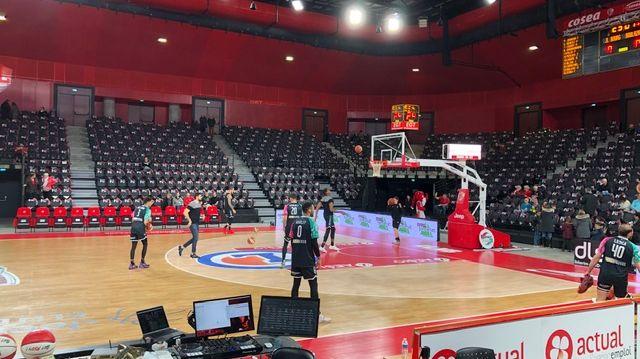 Les basketteurs boulazacois s'échauffent dans la salle Ekinox
