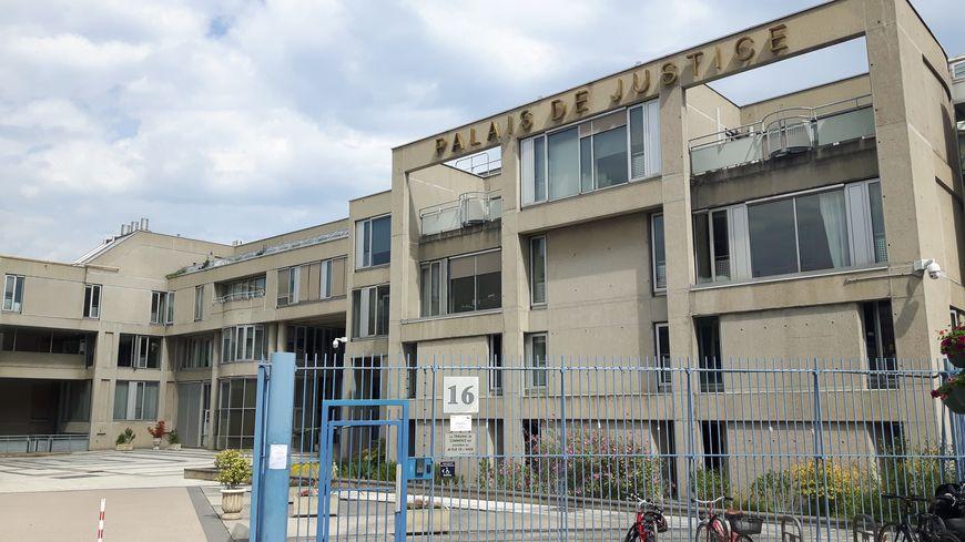 Le palais de justice de Clermont-Ferrand