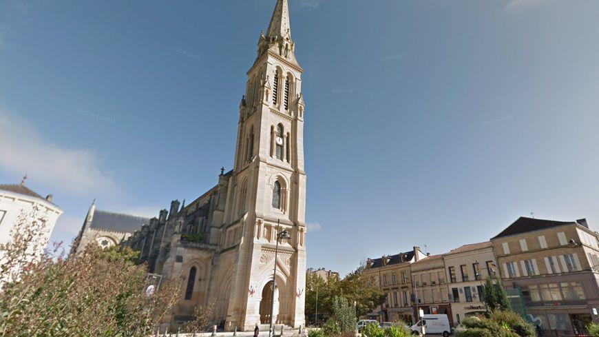 Entre les fortes chutes de pluie des dernières semaines et le passage de la tempête Fabien, il examiner en détail l'état de la toiture de l'église.