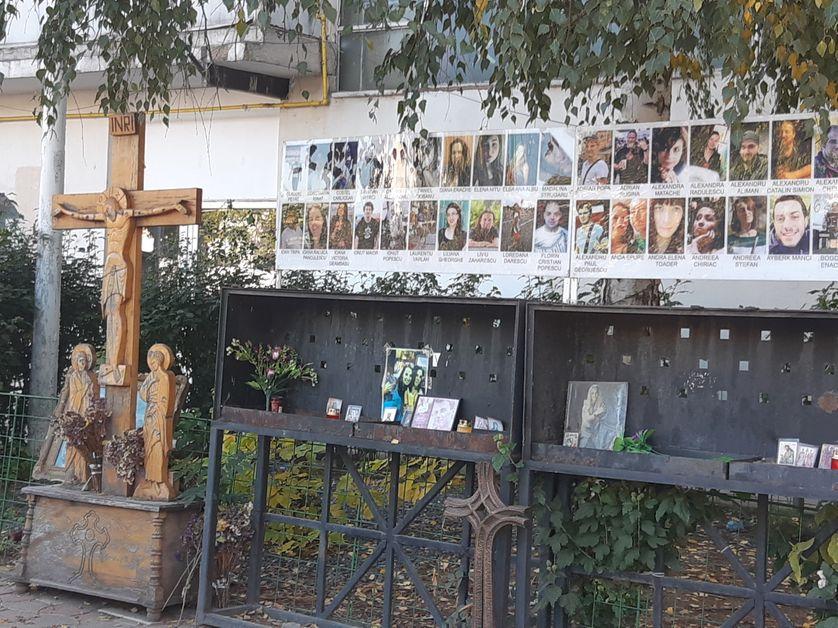 """mémorial aux 64 victimes de l'incendie de la discothèque Colectiv, le 30 octobre 2015 à Bucarest, à l'origine du mouvement """"la corruption tue"""""""