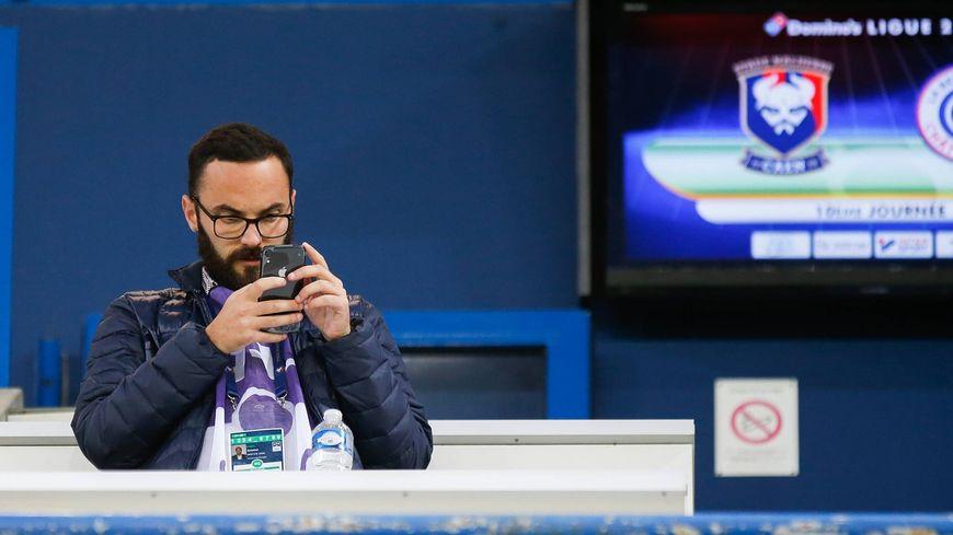 Antoine Finel est en charge de la communication du SM Caen sur les réseaux sociaux