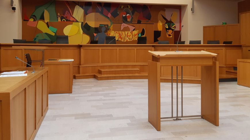 Tribunal de Laval.