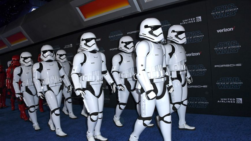 """Les """"Stormtroopers"""" à l'avant-première de l'épisode IX de Star Wars le 16 décembre 2019 à Hollywood (États-Unis)"""