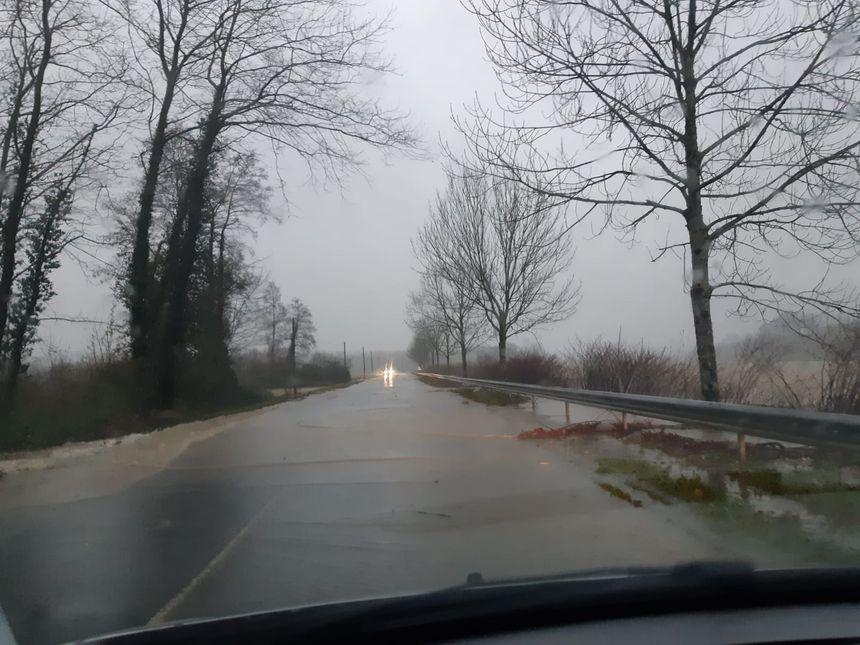 La route Urt-Bayonne coupée par la crue de l'Adour