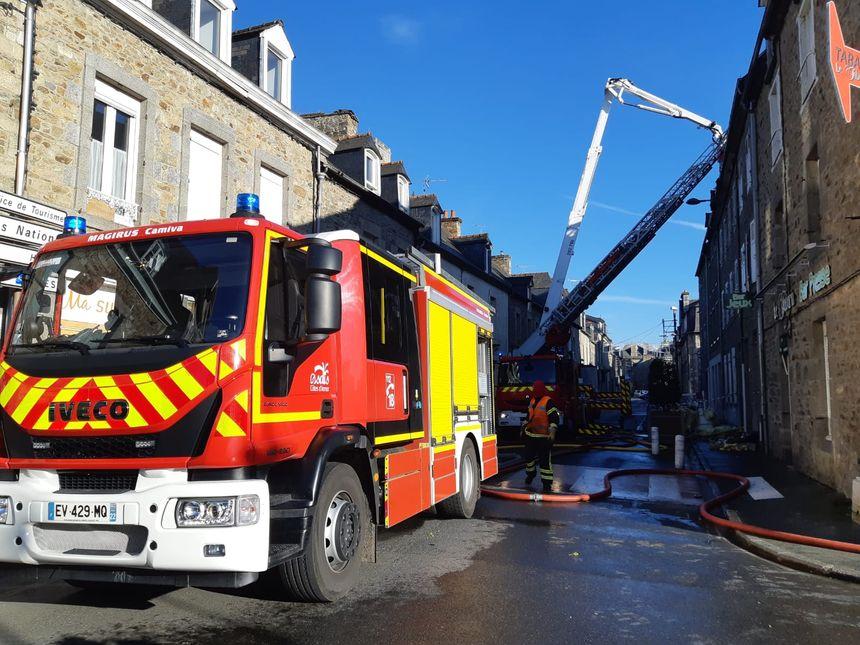 Les pompiers ont engagé deux lances à eau