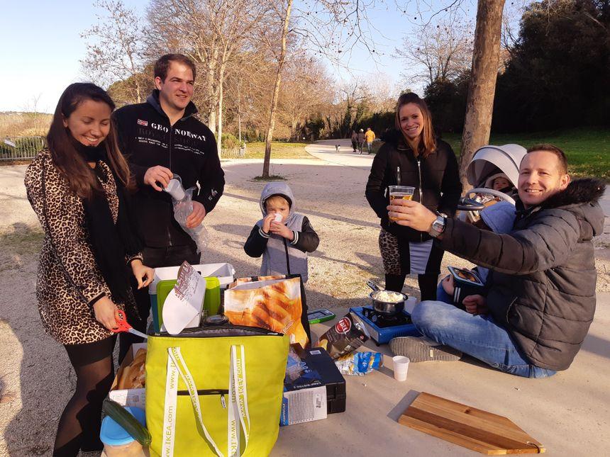 Pique-nique de Noël au Pont du Gard pour le toulonnais Michaël et ses amis