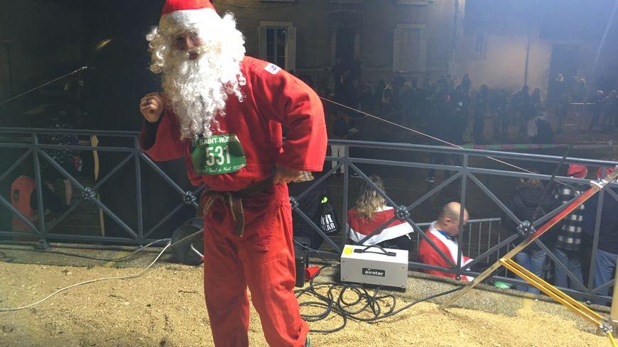 """De nombreux """"Père Noel"""" ont participé à la course."""