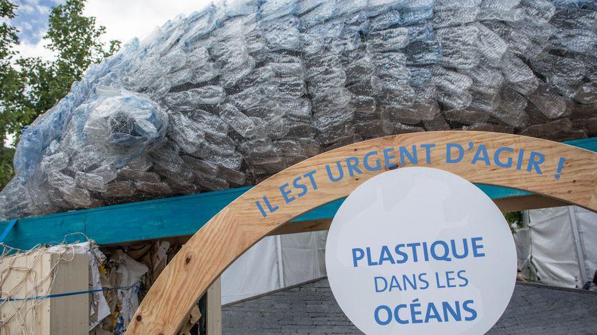 A chaque seconde, 300 tonnes de plastique sont jetées  dans les océans