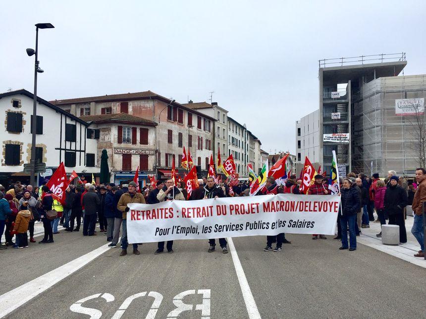 Les manifestants demandent le retrait de cette réforme, ou au moins plus de concertation avec les citoyens