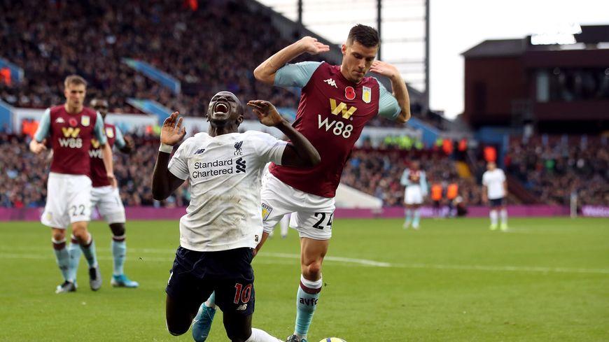 Frédéric Guilbert sous les couleurs d'Aston Villa, en Premier League