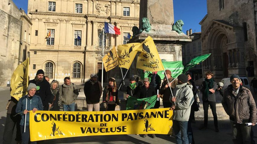 La Confédération Paysanne de Vaucluse soutient les travailleurs marocains à Arles