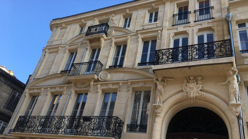 Immeuble de rapport depuis sa construction l'hôtel St François, appelé aussi hôtel de la Perle, a vu une importante campagne de travaux débutée en 2011.