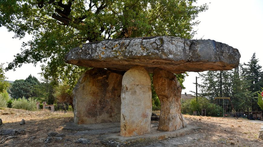 Dolmen de la pierre de la Fée Draguignan en Provence.