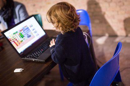 Les enfants youtubeurs sont-ils des travailleurs comme les autres ?