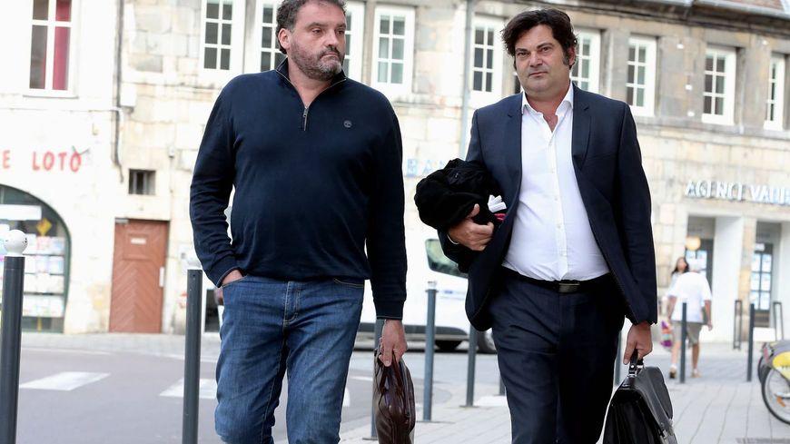 Le Dr Frédéric Péchier, avec son avocat Me Randall Schwerdorffer.