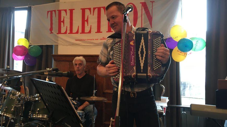 L'accordéoniste Dany Moureaux a réussi son défi. Il a joué 24 h non-stop avec son accordéon, à la salle des fêtes d'Arbois, ce weekend.