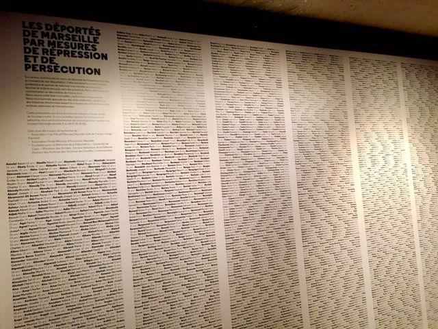 Le Mur des Noms où figurent plus de 4000 noms de déportés marseillais vers des camps d'où ils ne sont jamais revenus