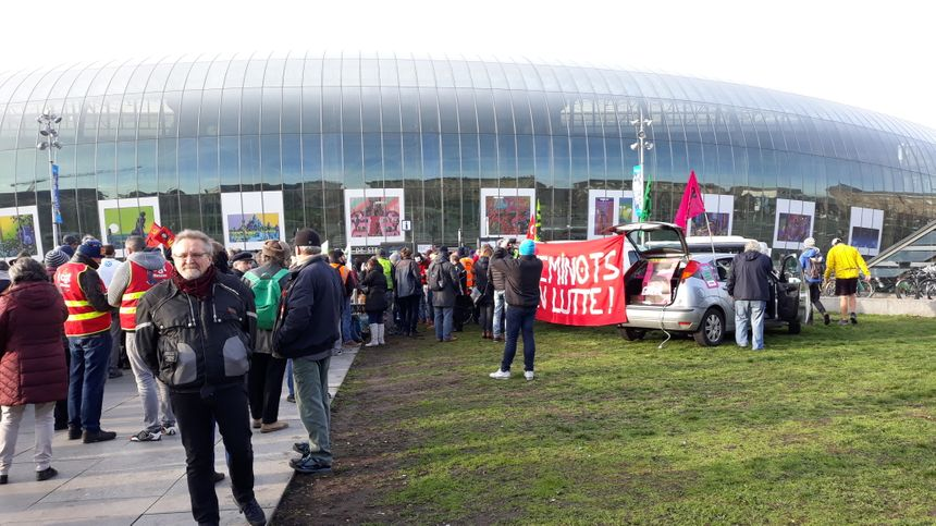 Rassemblement contre la réforme des retraites devant la gare de Strasbourg