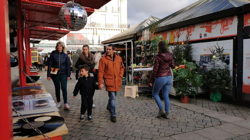 Du 22 novembre au 24 décembre, les chalets de Noël ont peuplé les places nantaises et attiré de nombreuses familles.