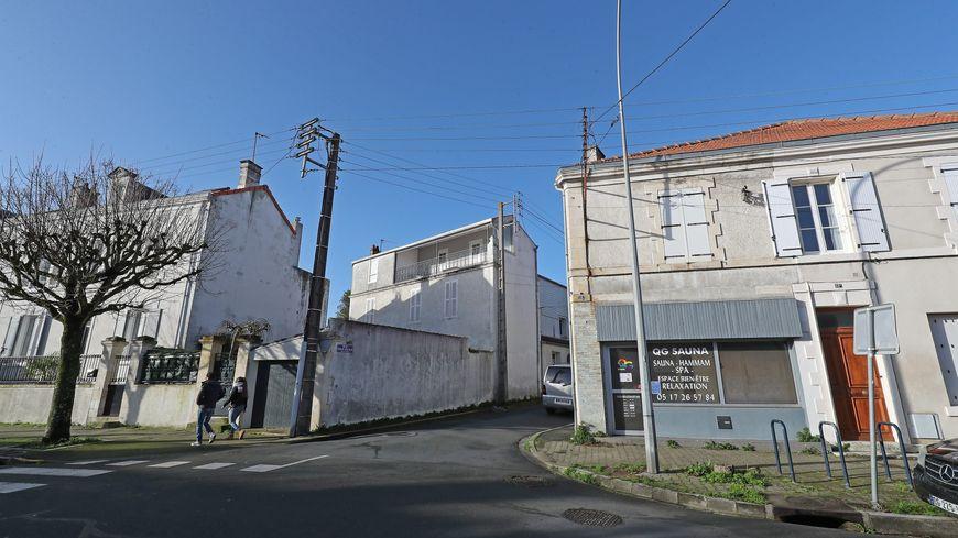 l'apprenti barman a été retrouvé près du casino de La Rochelle, gisant dans son sang rue Emile Racaud