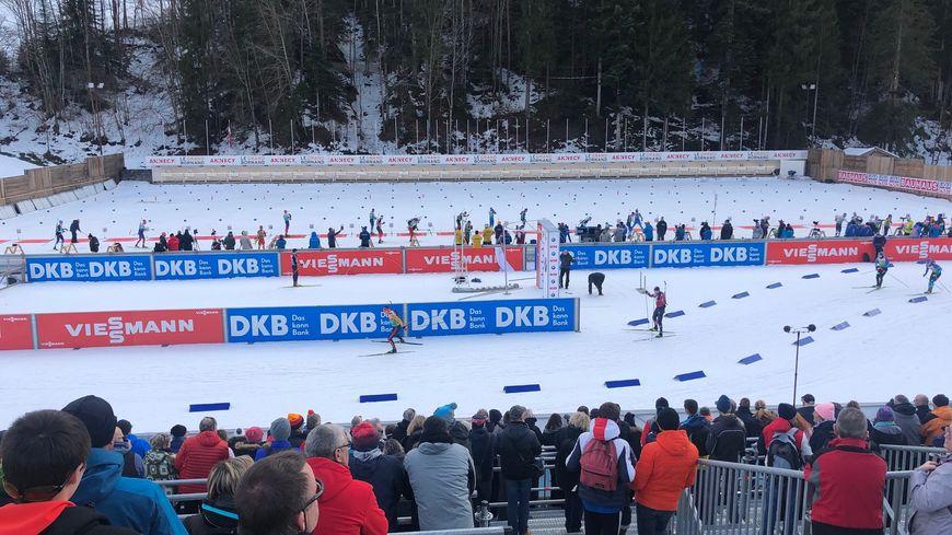 Le Grand-Bornand (Haute-Savoie) - Mardi, le public s'est déplacé en masse pour assister au 1er entraînement de la coupe du monde de biathlon.