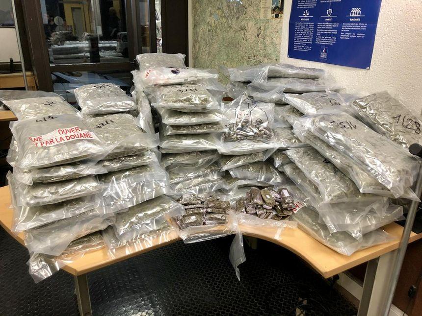 99 paquets de drogue découverts par les douaniers de Modane - Aucun(e)