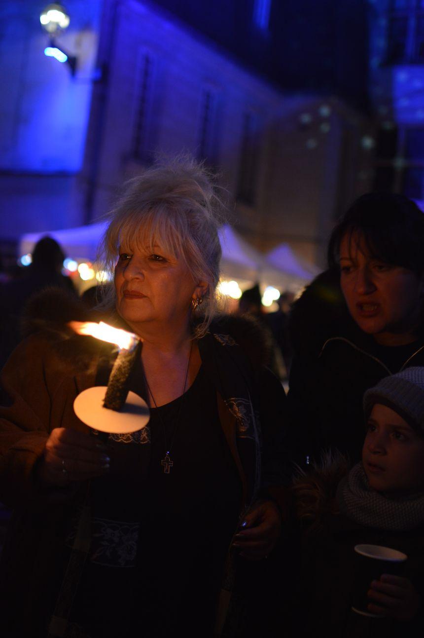 Plus de 300 participants à Tours pour un Noël solidaire.