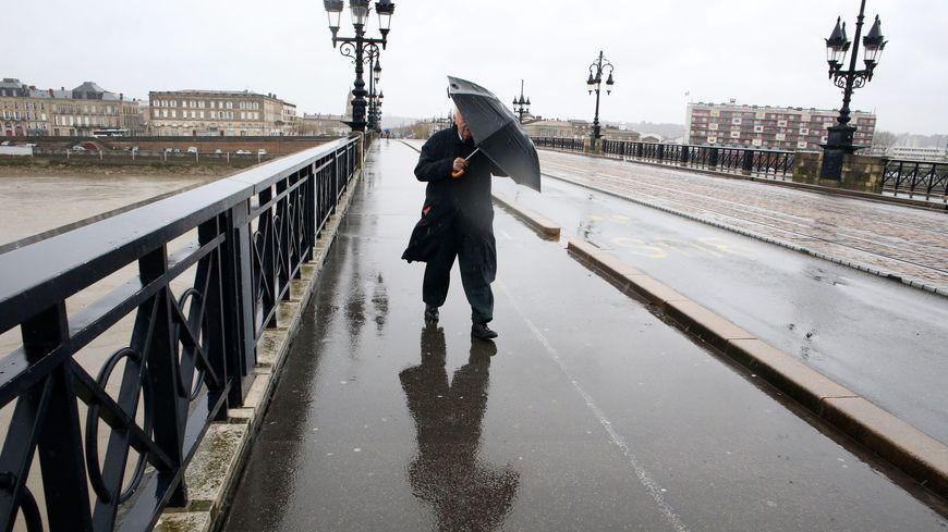 Le vent pourra atteindre 130 km/h sur les côtes de la Nouvelle Aquitaine, 100 à 120 km/h à l'intérieur des terres.