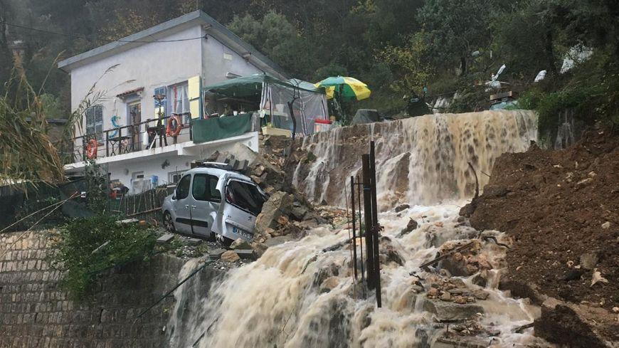 Une maison à Saint-Agnès, victime de ces nouvelles pluies diluviennes.