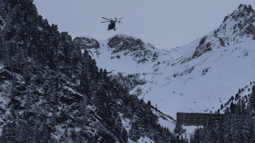 Un hélicoptère sur le site de l'avalanche en 2016