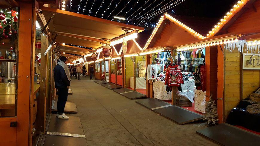 Le marché de Noël cours Jean-Jaurès à Avignon vendredi 13 décembre, à 19 heures.