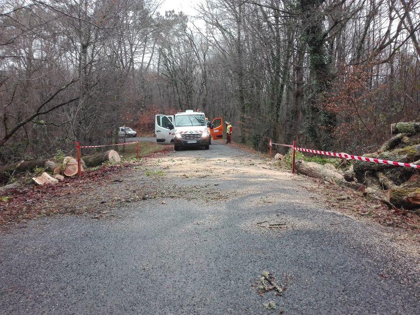 La route dégagée après l'intervention des agents du département