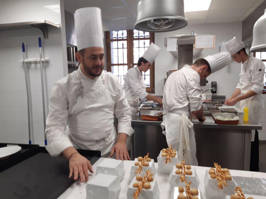 Le chef Nicolas Fontaine en cuisine