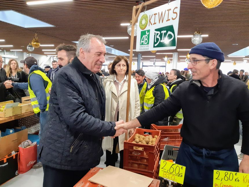 François Bayrou, à la rencontre des producteurs.
