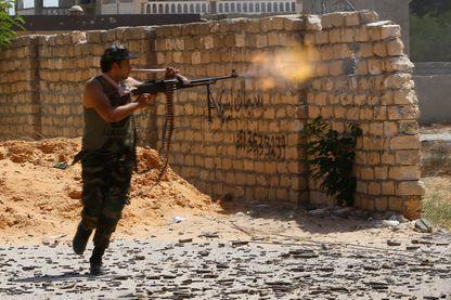 Combattant fidèle au gouvernement de Tripoli lors de combats avec les partisans du Maréchal Haftar non loin de Tripoli, le 7 septembre 2019.