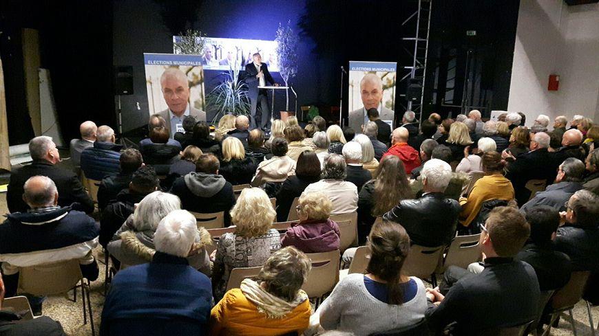 Première réunion publique du candidat Michel Bissière dans le quartier Monclar