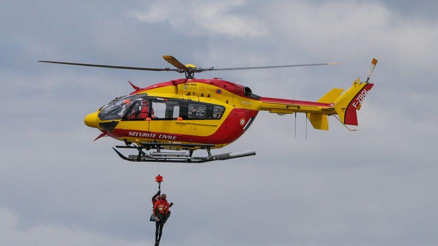 Les pompiers ont dû utiliser un hélicoptère pour évacuer les blessés.
