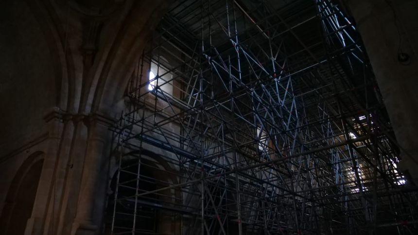 80 tonnes d'échafaudage ont été posés au sein de l'abbatiale.