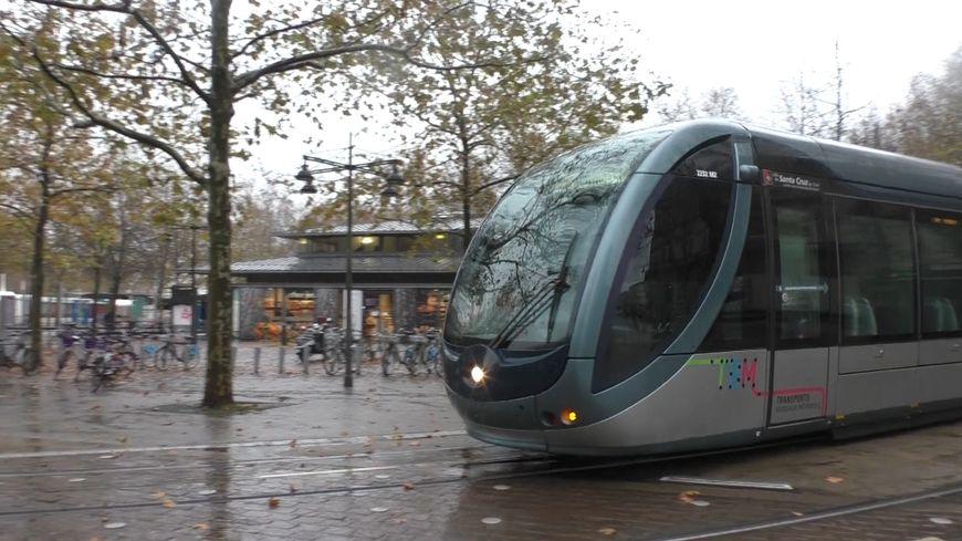 La ligne D du tram bordelais passe par les Quinconces avant de rejoindre la Mairie du Bouscat