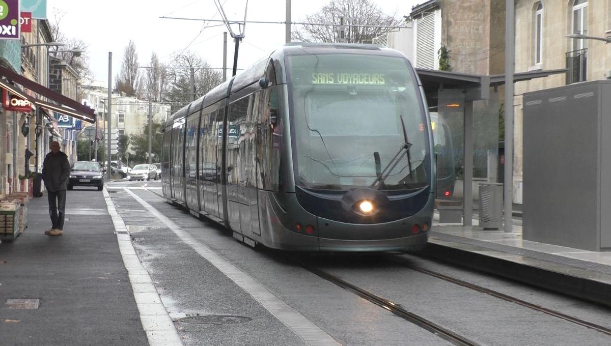 Bordeaux : l'inauguration de la ligne D du tram réjouit les commerçants de Bordeaux et du Bouscat