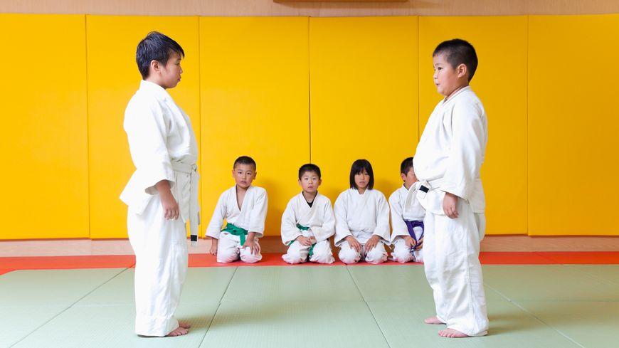 Two boys practising judo - Photos